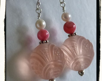 pinky peach springy summer earrings vintage carved lucite mother of pearl freshwater