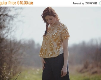 ON SALE Bicolor yellow moon print and white viscose and cotton Blouse, kimono sleeves, open on the back