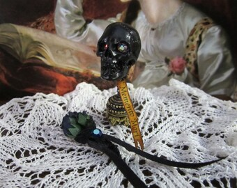 Victorian Memento  Mori Skull & Mourning Boquet Set dollhouse miniature in 1/12 scale, mourning remembrance, death memento, gothic