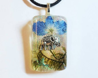 Elephant Real Flower Moss Necklace Bohemian Jewelry Resin Pendant Glitter Nature Earth Animal Charm Blue Green