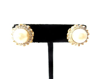 Pair of Chunky Unmarked Vintage Gold Tone Metal Circular Faux Pearl Cabochon & Clear Rhinestone Lotus Flower Clip on Earrings