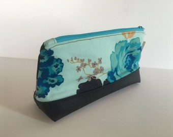 MakeUp / Cosmetic Bag with wipeable waterproof lining blue floral with faux Leather