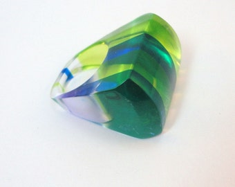 60s Clear Lucite green blue stripes chunky ring Size 6.5 vintage