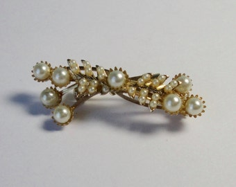 Vintage Gold tone with Faux Pearls  Brooch.