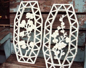 Vintage Shabby Chic Wall Plaque Pictures Baroque Ornate Flowers Leaves Leaf Bamboo Distressed Chippy Antique Off White Homco Made in USA