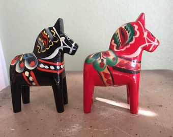 Small vintage dala horses