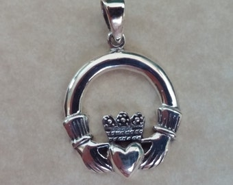 Sterling Silver Celtic Irish Claddagh pendant