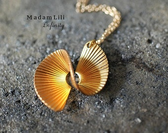 INFINITY 70s Vintage Necklace
