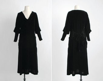 vvvRESERVEDvvv 1920s 1930s vintage bias-cut black silk velvet dress * gathered hips with back ruching and bow * puffed sleeves 5S919