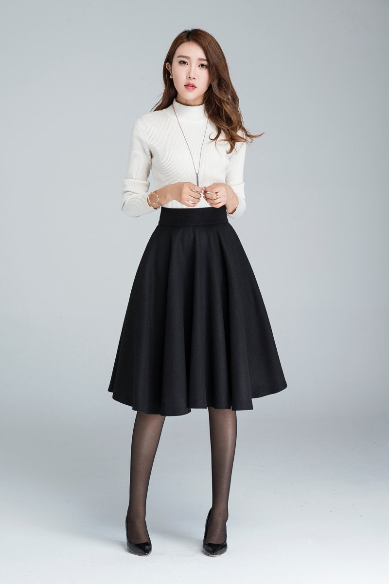 Knee-length skirts in basic black, navy or khaki are great options for the office and business casual events. The stylish cut will look great without feeling to restrictive or excessive. Pair a knee-length pencil skirt with a fashionable women's top for a smart and sophisticated look.