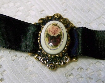 Floral Cameo Choker, ROSES CAMEO, Vintage Cameo, Rose Quartz Pink & Burgundy Wine Roses, Heirloom Roses, Dusty Rose, Victorian Antiqued Gold