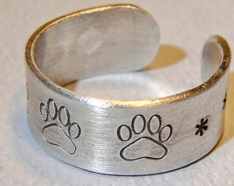 Paw Print Ring Adjustable and Handmade from Aluminum - RG702