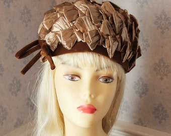 Vintage 1950s to 1960s Light Brown Straw Raffia Hat with Brown Velvet Trim and Bow