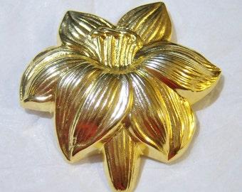 vintage Jeri-Lou gold tone large flower scarf clip 1215D