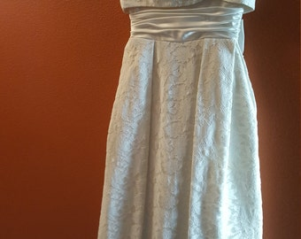 Vintage Cream/Off-white Lace Dress with Dramatic Bow