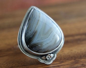 Pear shaped Agate Wildflower Ring