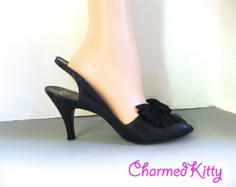 Vintage 1950s Peep Toe Pumps 8 /  50s Navy Slingback High Heeels with cute Bows / 50s Shoes US 8 - on sale