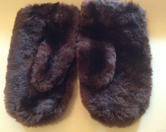 Plush Chocolate Brown Ladies Lamb Mittens – 1960s FOWNES Mouton