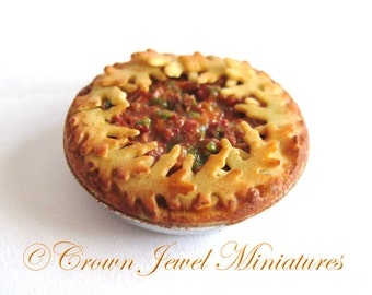 1:12 Baked Oak Leaf Crust Savory Pie by IGMA Artisan Robin Brady-Boxwell - Crown Jewel Miniatures