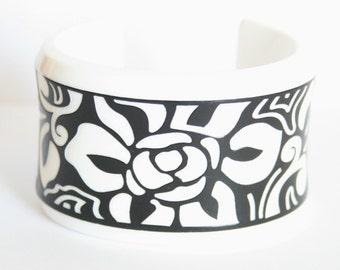 Black and white flower bangle.  Vintage cuff.  Plastic cuff