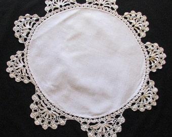 "Doily, Crocheted Doily, Collectible Doily, Vintage Doily, 17-1/2"" Round Doily"