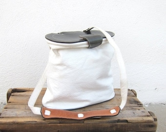 15% Off Out Of Town SALE 80s White and Navy Leather Saddle Basket Hobo Modern Cross Body Shoulder Purse