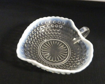Anchor Hocking Moonstone Opalescent Hobnail Heart Bonbon Nappy One Handle M2772