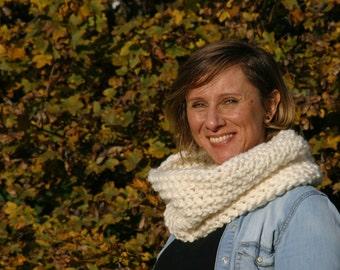 Crochet Chunky Greta Cowl,Cozy,Neck Warmer,White,Infinity Scarf,Handmade Woman Warm Soft Winter Accessory,Infinity Cowl