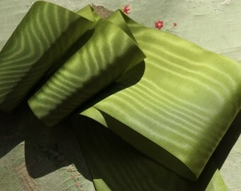 """1 yard vintage rayon moire ribbon 1930s fused edge green 4""""  flapper flower trim very intricate pattern"""