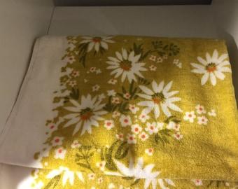 Beautiful Martex Bathtowel and matching washcloth