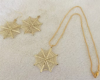 ITSY-BITSY SPIDER  Jewelry set in gold tone.  Hook earrings and Pendant necklace of delicate spider webs!  Fun Halloween accessories!