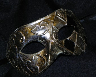 Half Harlequin Mask in Black and Silver