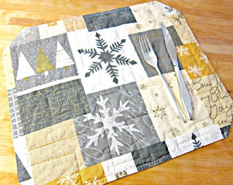 Christmas Placemats, Quilted Placemats, Gold and Silver Placemats, Snowflake Placemats, Snowflake Decor, Modern Christmas, Modern Placemats