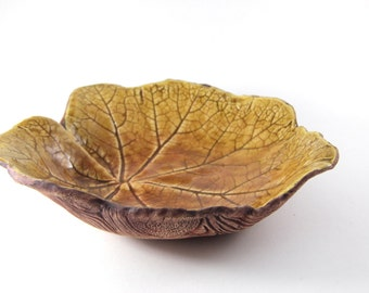 Yellow Leaf Bowl - Wood Texture Underside