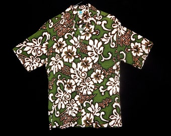 Exotic vintage 60s green white brown hibiscus flowers barkcloth cotton Hawaiian men shirt Tiki ethnic rockabilly MCM La Isla - Size M / L