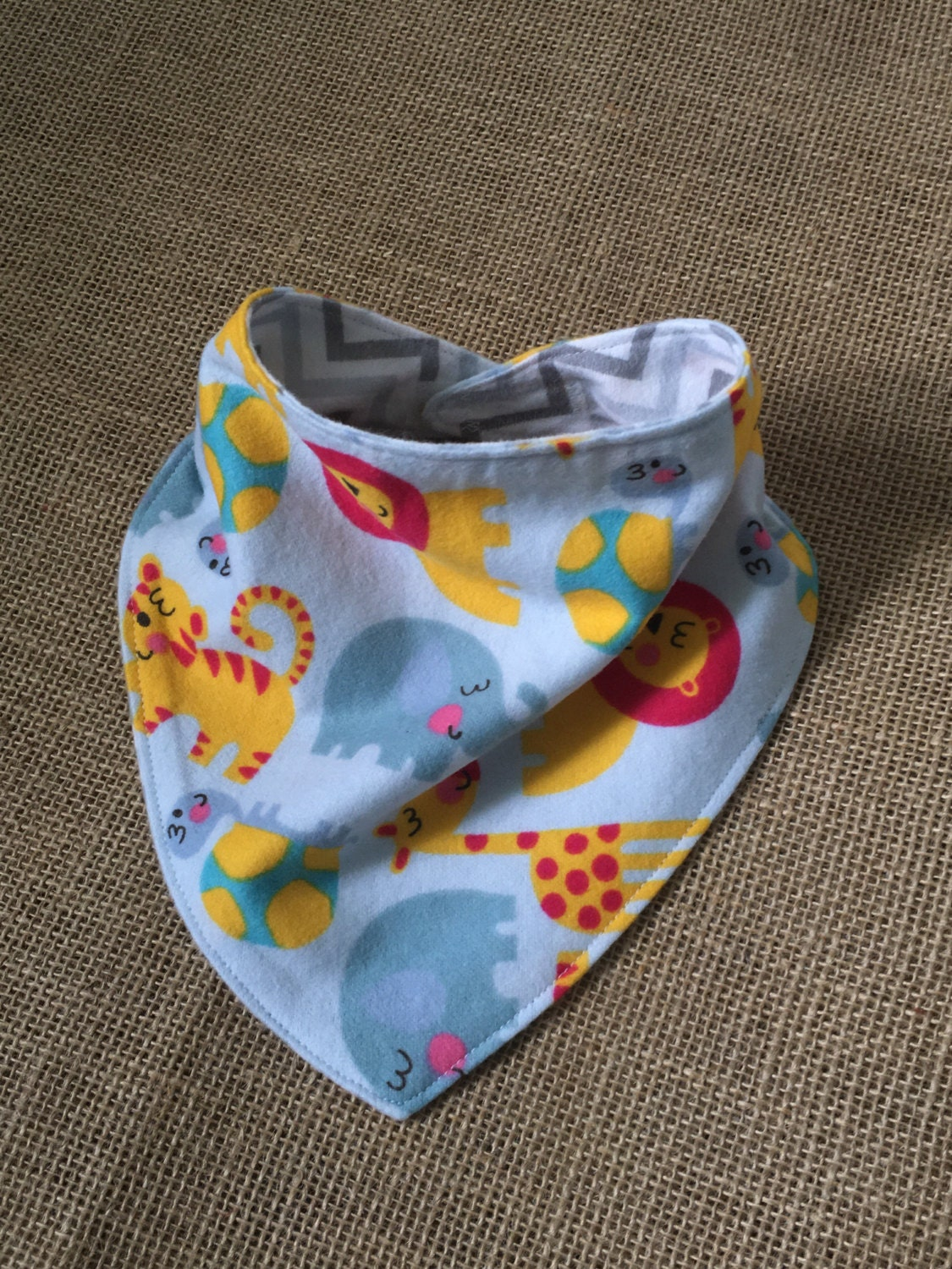 DIY: Baby Neckerchief Bibs I'm alway looking for ways to utilise my ever-increasing stash of scrap fabric. These baby neckerchief bibs fit the bill to a T. Make .