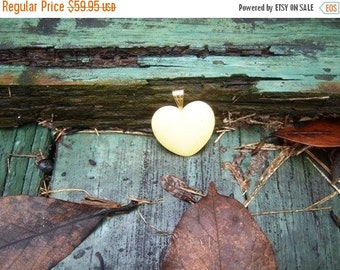 Vintage Shop White Heart Cream Heart Necklace 1970's Texarkana Texas