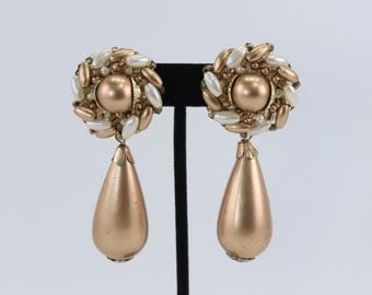 Vintage Metallic Goldtone Faux Pearl Ivory Off White Gold Tone Dramatic Dangle Drop Clip On Cluster Earrings