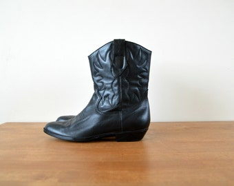 Black Tooled Western Ankle Boots Women Size US 7M /37 EU Vintage Leather Cowboy Boots