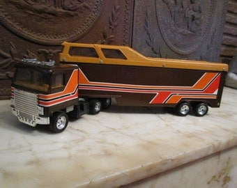 Vintage 1980s era 'Chevrolet' Cab-over rodeo semi trailer with condo by 'ERTL! With original cowboy, bucking horse and bull