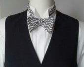 bow tie, mens, zig zag cotton print, freestyle, self tie / adjustable bow tie handmade by Bagzetoile in France