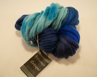 100g / 38 yards of hand-painted roving wool - variegated blue -