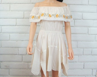 70's off-SHOULDER PEASANT DRESS vintage creme embroidered asymmetrical hem hippie boho dress S