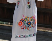 Vtg. Women's Mexican Wedding Dress Cotton with Cotton Embroidery - medium