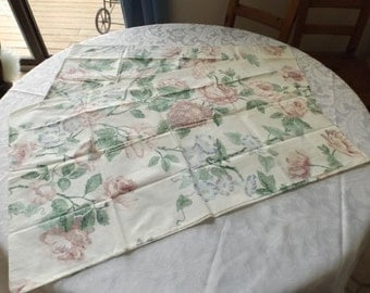 Wamsutta 2 standard pillowcases, 100% combed cotton, supercale, easy care .Floral.pastel colors. USA. Vintage. Gift Bedding. Home decor.