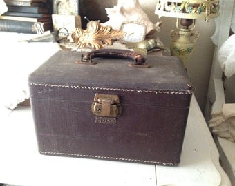 Vintage Luce Petite Brown Suitcase - Traincase - Luggage - Make-up Case - Vintage Suitcase