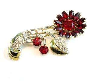 Rhinestone Daisy Flower Brooch with Ruby Red Crystals and Pavé Set Baguettes. Vintage 1940s Retro Hollywood Regency Jewelry.