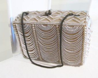 Amazing small box beaded cocktail bag from 1940s - white. PERFECT