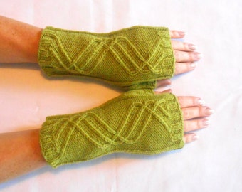 Fingerless Mitts in Apple Green