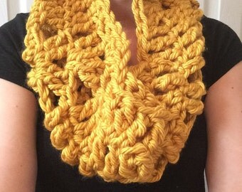Cowl Scarf / Infinity Scarf / Chunky Scarf / Ribbed Scarf / Detailed Scarf